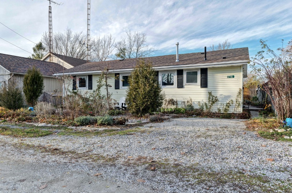 3716 BEVERLY GLEN, Plympton-Wyoming, Ontario, Canada